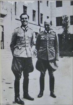 Oberst i.G. Claus Schenk Graf von Stauffenberg (links) und Oberst i.G. Albrecht Ritter Mertz von Quirnheim. Stauffenberg war seit dem 1. Juni 1944 Chef des Stabes beim Chef der Heeresrüstung und Befehlshaber des Ersatzheeres, Mertz von Quirnheim wurde zeitgleich Stauffenbergs Nachfolger als Chef des Stabes des Allgemeinen Heeresamtes.
