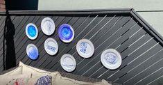 Decorative Bird Houses, Decorative Plates, Diy Plate Rack, Entryway Coat Hooks, Paper Plate Holders, Bug Hotel, Mosaic Flower Pots, Stencil Diy, Sewing Box