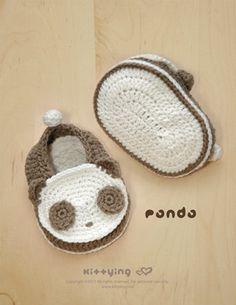 Panda Baby Booties crochet pattern, symbol diagram (pdf) - So cute:) Crochet Baby Shoes, Crochet Baby Booties, Crochet Slippers, Cute Crochet, Crochet For Kids, Crochet Crafts, Hand Crochet, Crochet Projects, Knit Crochet