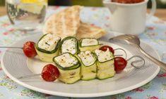 Für die Vegetarier unter den Grill-Freunden haben wir eine raffinierte Idee: Grillspieße mit Zucchini und Käse. Wie sie euch gelingen, zeigt unser Einfach lecker-Video.