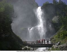 The Jungfernsprung This beautiful waterfall is also located in the Hohe Tauern National Park and can be seen from the road. This fall ha. Best Places To Travel, Places To See, Bad Gastein, Holland, Zell Am See, Grand Parc, Visit Austria, Les Cascades, Beautiful Waterfalls