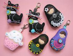 broches de-ordem - chaveiros e broches para Monica :)