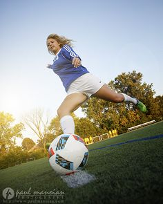 Searching for a soccer senior pictures session? Soccer Senior Pictures, Soccer Poses, Cute Soccer Pictures, Volleyball Pictures, Softball Pictures, Team Pictures, Sports Pictures, Senior Picture Photographers, Girls Soccer