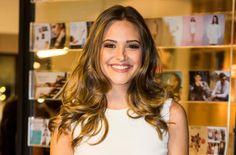 Juliana Paiva lives Cassandra in