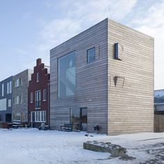 A pair of matching homes created for a brother and sister. Almere huis uit het 'architecten project' in de wijk Homerus
