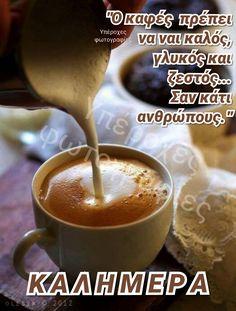 Making coffee latte (door o_lesyk) I Love Coffee, Coffee Break, My Coffee, Coffee Time, Morning Coffee, Coffee Cups, Nitro Coffee, Chocolates, Coffee Business