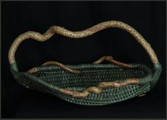 Blowing in the Wind - Tina Puckett H W D Contemporary woven sculpture, this basket is framed out of bittersweet and woven in dark green reed. Weaving Art, Wire Weaving, Weaving Patterns, Basket Weaving, Hand Weaving, Indian Baskets, Pine Needle Baskets, Newspaper Basket, Gourd Art