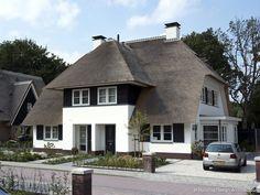 Landelijke, rietgedekte villa © Building Design Architectuur