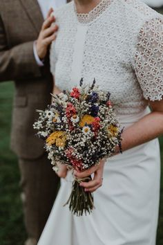 Chilli Barn Wedding Relaxed & Rustic Party Dried Flowers Bouquet Bride Bridal Chilli Barn Wedding Stevie Jay Photography The post Chilli Barn Wedding Relaxed & Rustic Party appeared first on Easy flowers. Rustic Wedding Flowers, Wedding Flower Arrangements, Bridal Flowers, Floral Wedding, Boho Flowers, Floral Arrangements, Spring Wedding Bouquets, Bride Bouquets, Flower Bouquet Wedding