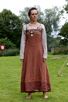 A simple woollen suspended dress over a linen smokkr. Scandinavian style before widespread christianization.