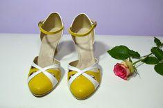 Svatební i společenské boty retro styl Model Natalie T-styl. Exkluzívní kůže žlutá brokát + bílá svatební boty, svatební obuv, svadobné topánky, svadobná obuv, obuv na mieru, topánky podľa vlastného návrhu, pohodlné svatební boty, svatební lodičky, svatební boty na nízkém podpatku, nude boty, boty v telové barvě, svatební boty na nízkém podpatku, balerínky, pohodlné svatební boty, Retro svadobné topánky žltá + biela Sandals, Heels, Fashion, Heel, Moda, Shoes Sandals, Fashion Styles, High Heel, Fashion Illustrations