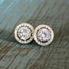 Kate MiddletonInspired Crystal Studs by The Looking Glass Shop on etsy. Many thanks to Ada on the WKW FB page for the tip.