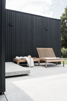 Cool 35 Spectacular Outdoor Lounge Design Ideas To Try This Season. Modern Outdoor Decor, Modern Outdoor Furniture, Garden Furniture, Outdoor Spaces, Furniture Ideas, Barbie Furniture, Geek Furniture, Indoor Outdoor, Out Door Furniture
