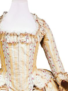 Detail front view, robe à l'Anglaise, France, c. 1780.
