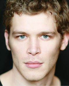Joseph Morgan aka Klaus from the vampire diaires!! SO GORGEOUS AND A BRITISH ACCENT TO GO WITH <3_<3