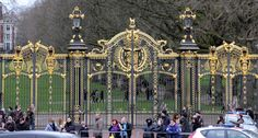 """The Canada Gate, an entrance to the Green Park, one of the four central London """"Royal"""" parks, was presented to London by Canada (then the senior Dominion of the British Empire) as part of a vast memorial scheme dedicated to Queen Victoria, who died in 1901. Photo by Deepak Amembal via 500px."""