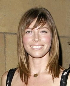 trendy-short-layered-hairstyles-with-bangs-hair-for-women-in-fall-season_1.jpg 400×490 pixels