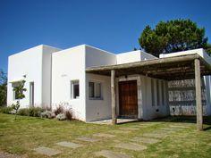 Do Pergolas Provide Shade Info: 5805038084 Adobe House, Spanish Style Homes, Beach House Decor, Home Decor, My Dream Home, Bungalow, My House, Architecture Design, House Plans