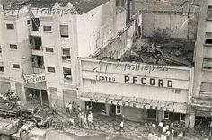 17 de julho de 1967 - Teatro Record na rua da Consolação após incêndio, após programa Pullman Jr., apresentado por Cidinha Campos, ao vivo, acontece o incêndio destruindo praticamente todas as instalações.