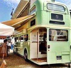 wine party - The English wine producer Nyetimber has taken a 1968 London Routemaster and re-invented it as a wine party tour bus that will embark on a summer ro. Wine Truck, Bus House, Tiny House, Bus Restaurant, Wein Parties, Combi Ww, Mobile Food Trucks, Converted Bus, Mobile Catering