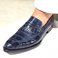 Handcrafted genuine alligator leather penny Slip-On leather lined loafer for men. The amazing alligator penny loafer is available in eight different colors. Loafer Sneakers, Loafers Men, Oxfords, Sock Shoes, Shoe Boots, Mens Boots Fashion, Men's Fashion, Gentleman Shoes, Dandy