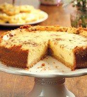 Kors 2 x 200 g pakkies klapperkoekies 160 ml gesmelte botter Vulsel 2 x 230 g houers geroomde maaskaas 250 ml suurroom 1 x 397 g blik. Tart Recipes, Cheesecake Recipes, Sweet Recipes, Baking Recipes, Dessert Recipes, Caramel Cheesecake, Yummy Recipes, Cheesecakes, South African Desserts