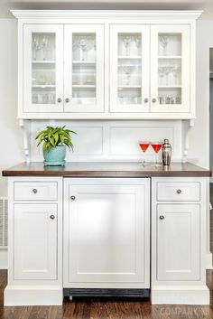 A Light Bright Beach House Bar Cabinetry Woodmode Brookhaven With Nordic White Finish