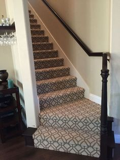 Stylish stair carpet ideas and inspiration. So you can choose the best carpet for stairs.Quality rug for stairs, stairway carpets type, etc. Carpet Diy, Carpet Decor, Best Carpet, Carpet Ideas, Wall Carpet, Carpet Trends, Modern Carpet, Sisal Carpet, Plush Carpet