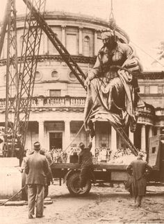 Statue of Queen Victoria being removed from Leinster House / Parliament of Ireland.