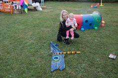 Moeder en kind tijdens vliegerfestival Spijkenisse