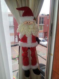 Papa noel                                                                                                                                                                                 Más Indoor Christmas Decorations, Christmas Art, Handmade Christmas, Christmas Ornaments, Holiday Decor, Christmas Ideas, Ideas Para Fiestas, Xmas Crafts, Sewing Crafts