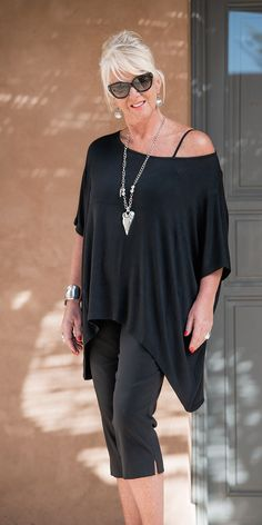 Join black knitted loose top
