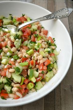 Ellouisa: Piyaz salatasi (Turkse witte bonensalade) - Apocalypse Now And Then Healthy Salads, Healthy Eating, Healthy Food, Turkish Recipes, Ethnic Recipes, Around The World Food, Vegetarian Recipes, Healthy Recipes, Good Food