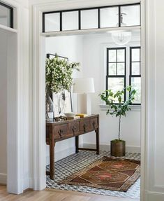 Decoration Hall, Entryway Decor, Foyer, Modern Entryway, Decoration Crafts, Decor Diy, Entryway Ideas, Decor Ideas, My New Room