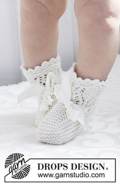 My Fairy Booties - Knitted baby socks with lace pattern for Christening or special occasions in DROPS Cotton Merino. - Free pattern by DROPS Design Baby Knitting Patterns, Baby Booties Knitting Pattern, Lace Knitting, Knitting Socks, Baby Patterns, Crochet Patterns, Drops Design, Drops Baby, Magazine Drops