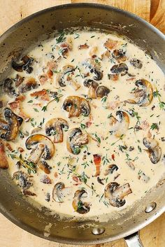 Creamy Mushroom Sauce with Bacon and Thyme - one of the best ways to cook mushrooms! Gluten free and low-carb side dish and/or sauce. Mushrooms, bacon, thyme and cream create an excellent flavor combination: very Mushroom Cream Sauces, Mushroom Gravy, Mushroom Recipes, Bacon Stuffed Mushrooms, Creamy Mushrooms, Creamy Mushroom Pasta, Mushroom Chicken, Sauce Pour Ravioli, Mushroom Ravioli Sauce