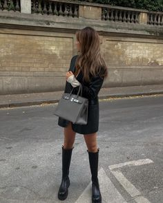 Fall Winter Outfits, Autumn Winter Fashion, Winter Style, Minimal Outfit, Unique Hairstyles, Cozy Sweaters, Hermes Birkin, Different Styles, Leather Skirt