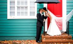 rainy wedding photo by moshe zusman photography Top Photographers, Best Wedding Photographers, Rainy Wedding, Wedding Day, Photography Business, Photography Poses, Wedding Photography Inspiration, Wedding Inspiration, Wedding Portraits