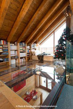 Arte Rovere Antico - Photo by Duilio Beltramone for Sgsm.it - Casa Soppalco Vetro - Sestriere Italy - Wood Interior Design - Glass - Christmas tree - book