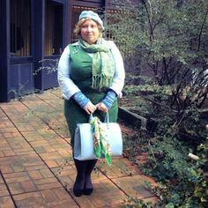 On the Go: Waiting for Spring – Warten auf den Frühling | Miss Kittenheel LindyBop Jekyll Emerald green curvy plussize wiggle dress