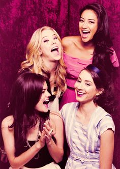 Pretty Little Liars (clockwise from top): Ashley Benson (Hanna Marin), Shay Mitchell (Emily Fields), Troian Bellisario (Spencer Hastings), and Lucy Hale (Aria Montgomery). Ashley Benson, Gossip Girl, Hanna Marin, Spencer Hastings, Pretty Little Liars Actrices, Lying Game, Pretty Little Liers, Pretty Little Liars Aria, Shadowhunters