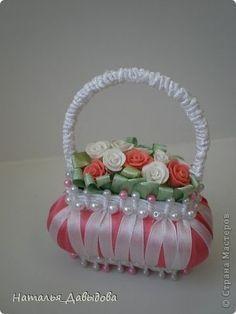 Cestas de jabon y cintas: Diy Lace Ribbon Flowers, Cloth Flowers, Handmade Crafts, Diy And Crafts, Victorian Crafts, Decorative Soaps, Art N Craft, Soap Packaging, Crochet Art