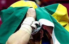 Herói verde e amarelo em Londres: Arthur Zanetti comemora ouro inédito para o país na ginástica após vencer prova das argolas