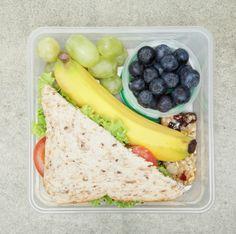 Coloca en la lonchera barras nutritivas saludables, por ejemplo de amaranto o granola, no olvides siempre incluir frutas y vegetales.
