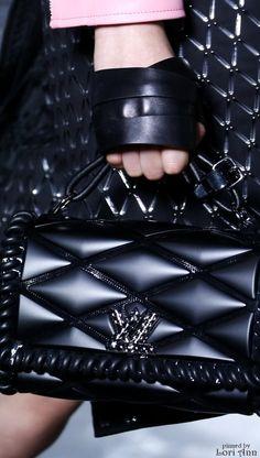 louis vuitton handbags at tk maxx Chanel Handbags, Louis Vuitton Handbags, Purses And Handbags, Leather Handbags, News Fashion, Fashion Bags, Fashion Trends, Zapatos Louis Vuitton, Collection Louis Vuitton
