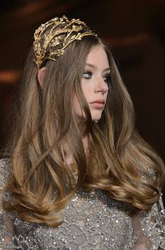 "phreshouttarunway: "" Lauren de Graaf for Elie Saab F/W 2015 "" Elie Saab Couture, Hair Inspo, Hair Inspiration, Looks Halloween, Elie Saab Fall, Corte Y Color, Couture Details, Face Hair, Hair Jewelry"