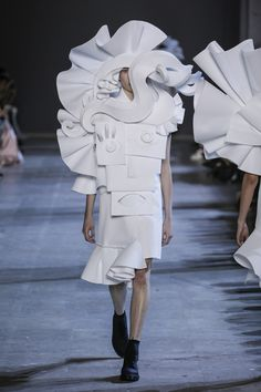 Viktor & Rolf : L'art de la mode PHOTO © TEAM PETER STIGTER  SPRING/SUMMER 2016- catwalk - runway - model - fashion