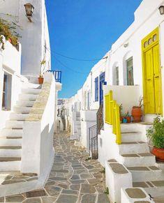 """Ο χρήστης @greece_whispers έκανε μια δημοσίευση στο προφίλ του Instagram: """"Beautiful Kastro 🇬🇷💙 ~~~~~~~~~~~~~~~~~~~~~~~~~~~ The artist @claudio_colaneri  Location 📍Kastro…"""" Greece, Artist, Beautiful, Instagram, Facades, Scenery, Greece Country, Artists"""