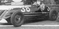 Franco Cortese in the #38 Scuderia Maremmane Maserati 6CM.