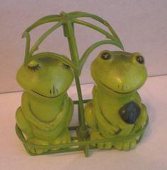 Very Cute Frogs in Basket Under Umbrella Salt & Pepper
